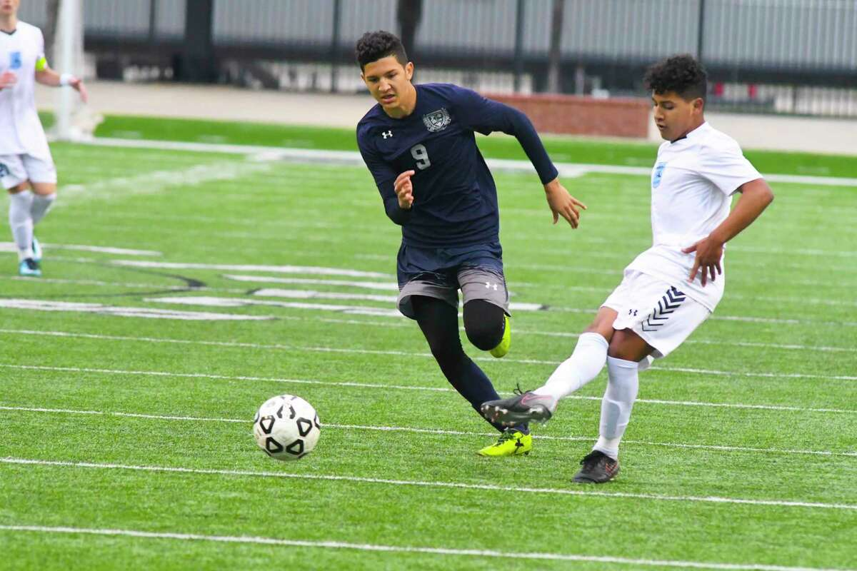 Cy Ridge's Josh Gil battles for position. Two out of the last three years, Cy Ridge has gone deeper in the playoffs than any team in district. They made the regional semifinals last year and even won district back in 2009.