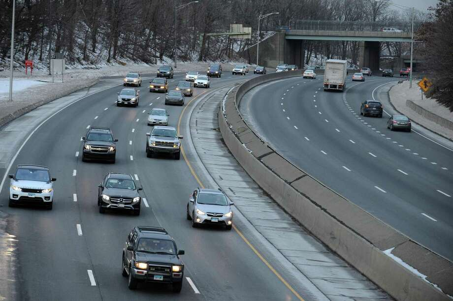Traffic moves Northbound on I-95 during rush hour in Stamford, Conn. on Wednesday, Jan. 10, 2018. Gov. Dannel Malloy announced that hundreds of projects across the state, including the widening of I-95 from Bridgeport to Stamford, are postponed indefinitely. Photo: Michael Cummo / Hearst Connecticut Media / Stamford Advocate