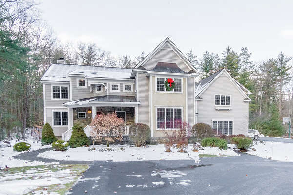 House of the Week: 5 Cherry Tree Lane, Saratoga Springs | Realtor:   Valerie Thompson of Roohan Realty  | Discuss:  Talk about this house