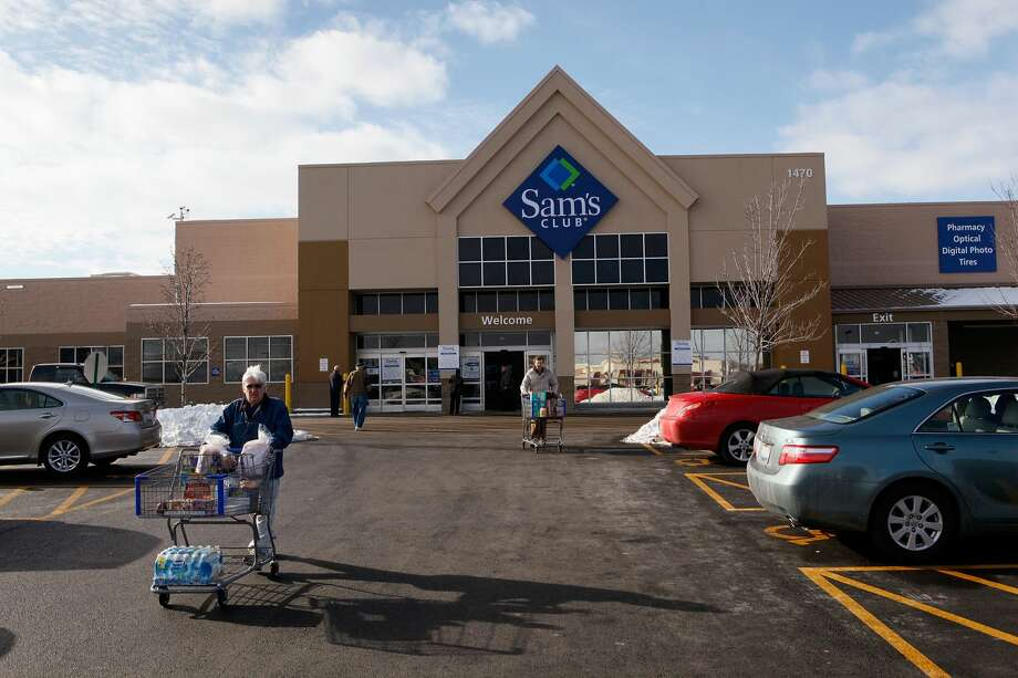 Dozens of Sam's Club stores closed on Thursday, the same day Walmart announced higher starting wages and one-time cash bonuses for employees. Photo: Scott Olson/Getty Images