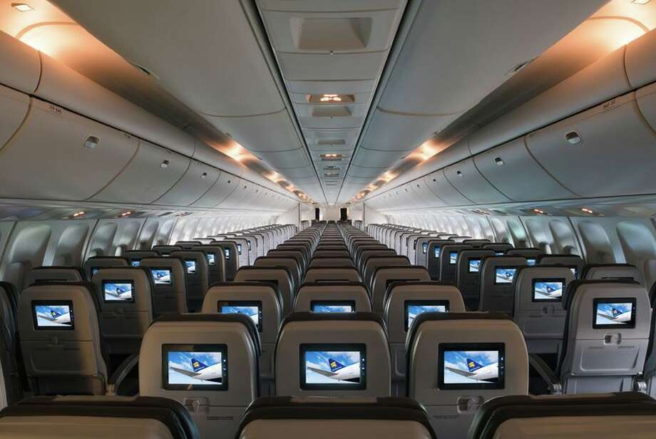 Economy class on an Icelandair 767-300ER flying from SFO is configured 2-3-2 Photo: Icelandair