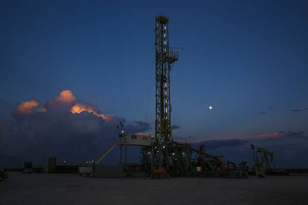 A Diamondback Energy oil rig drills for oil and gas Wednesday, Sept. 14, 2016 outside of Midland. ( Michael Ciaglo / Houston Chronicle )