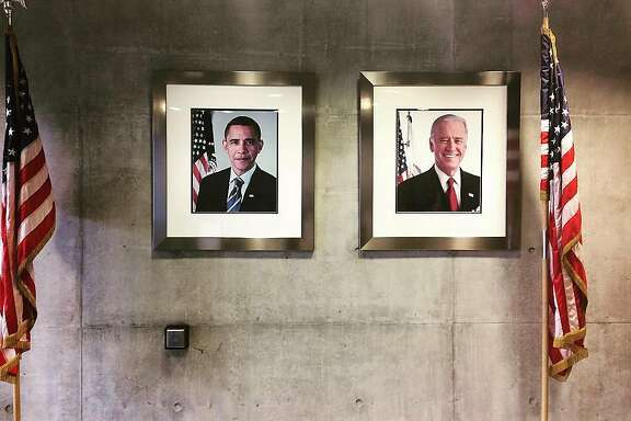 Author's photo of the lobby wall in the San Francisco Federal Building, January 19, 2017.