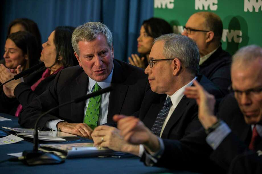 New York Mayor Bill de Blasio, left, with Comptroller Scott Stringer at an event announcing city efforts on climate change in New York, Jan. 10, 2018. The de Blasio administration is suing five major oil companies over climate change, and urging city pension funds to divest from fossil fuel firms. (Hiroko Masuike/The New York Times) Photo: HIROKO MASUIKE, STF / NYTNS