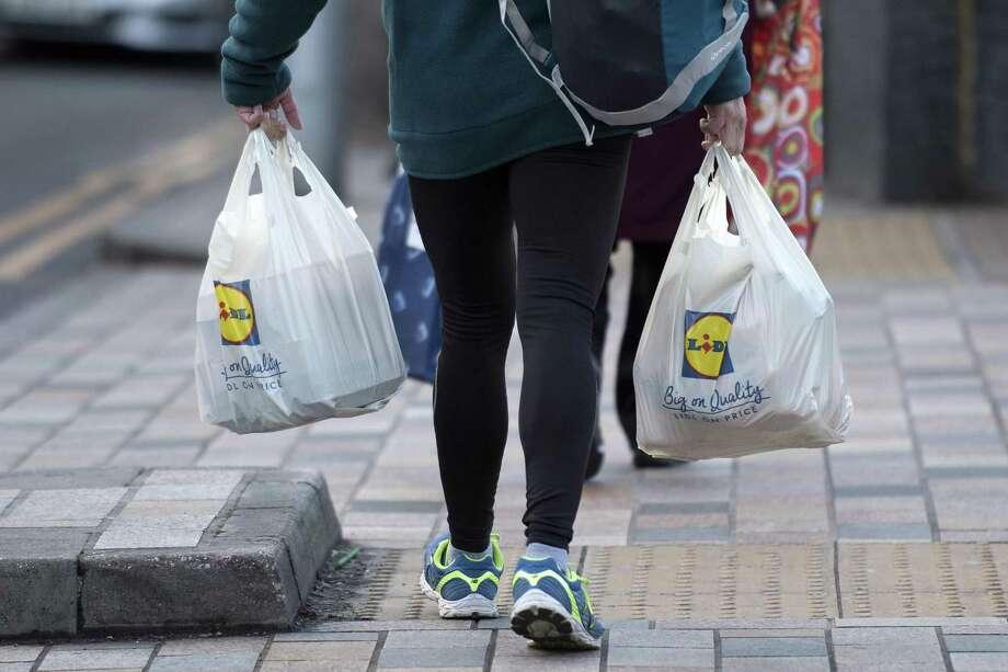 La Suprema Corte de Texas escuchó argumentos sobre la legalidad de la prohibición de bolsas de plástico en ciudades del estado. Photo: Justin Tallis /AFP /Getty Images / AFP or licensors