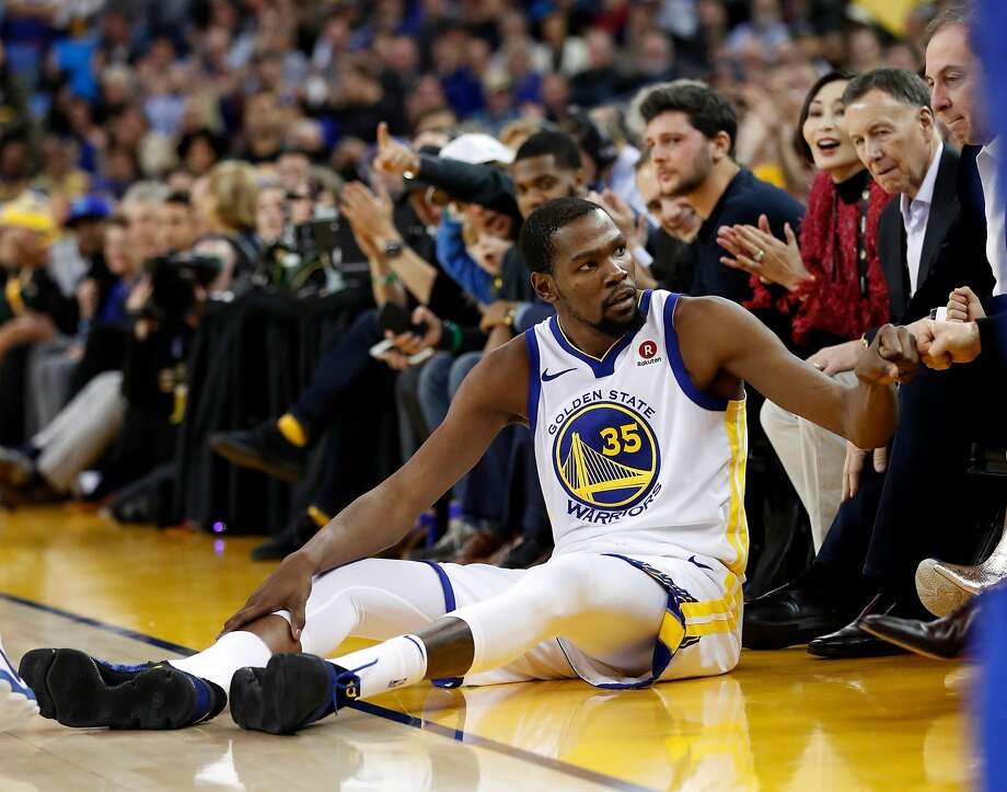 Golden State Warriors' Kevin Durant fist bumps a fan after being fouled while hitting a 3-pointer in 2nd quarter against Los Angeles Clippers during NBA game at Oracle Arena in Oakland, Calif., on Wednesday, January 10, 2018.  Photo: Scott Strazzante, The Chronicle