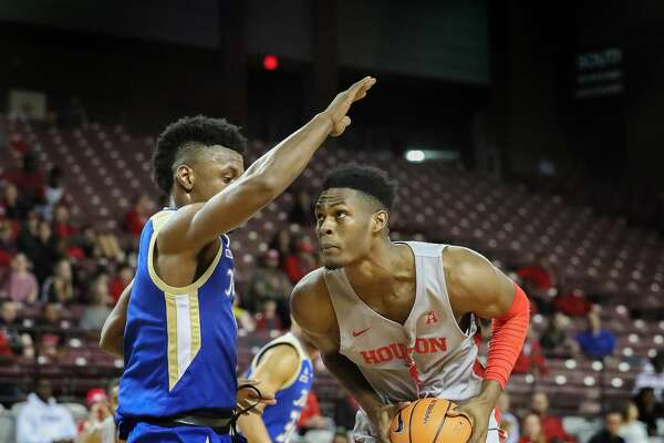 Houston center Chris Harris Jr. (1) drives to the hoop by Tulsa forward Martins Igbanu (1) during first-half action at H&PE Arena, TSU Campus Thursday, Jan. 11, 2018, in Houston. ( Steve Gonzales / Houston Chronicle )
