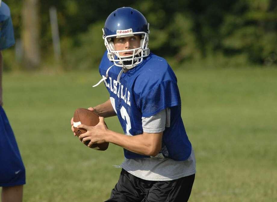 La Salle quarterback Mike Murray looks for a receiver during practice.   (Paul Buckowski / Times Union) Photo: PAUL BUCKOWSKI / 00005164A