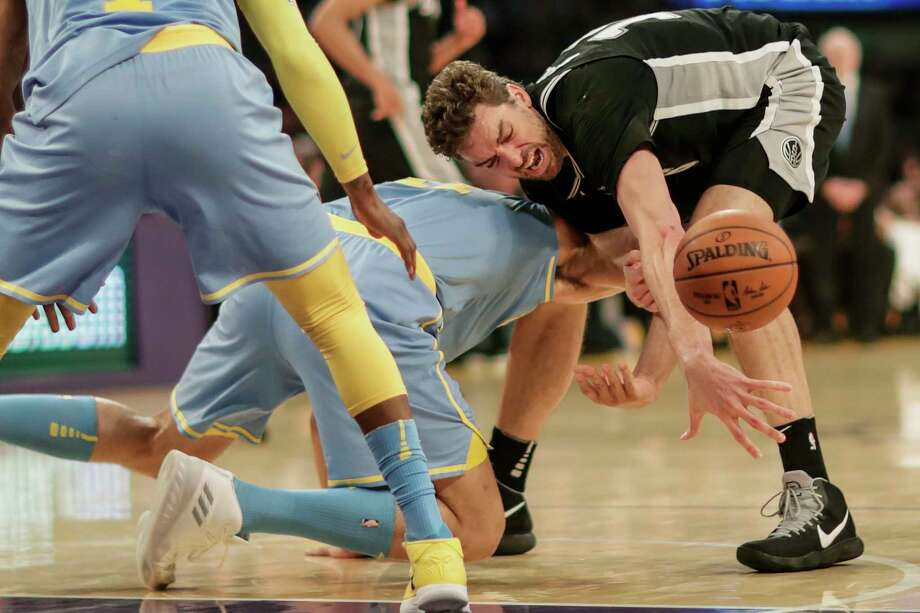 The San Antonio Spurs' Dejounte Murray splits the defense of the Los Angeles Lakers' Kyle Kuzma, left, and Lonzo Ball in the first quarter on Thursday, Jan. 11, 2018, at Staples Center in Los Angeles. Photo: Luis Sinco, TNS / Los Angeles Times