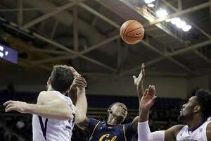 California's Juhwan Harris-Dyson (2) and Washington's Sam Timmins, left, and Jaylen Nowell eye a loose ball during the first half of an NCAA college basketball game Thursday, Jan. 11, 2018, in Seattle. (AP Photo/Elaine Thompson)