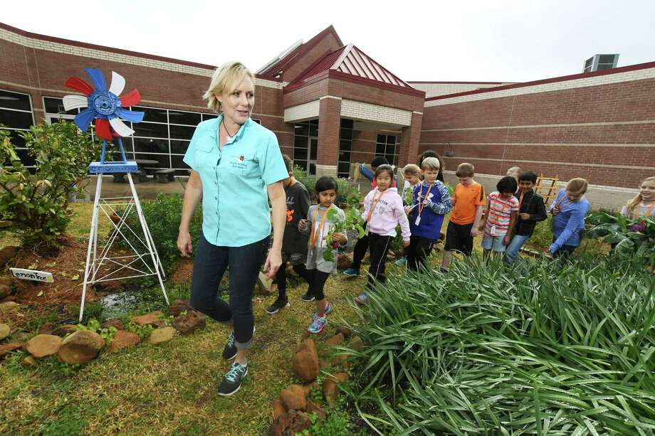 Stephanie Baker works with Sampson  Elementary students. Baker is the owner and operator of Ready to Grow Gardens, the oldest garden-based education company working with schools in northwest Houston for more than 15 years. Baker, who lives in Tomball, is continuing to share her passion for gardening with others more than a decade after earning her certification. Photo: Tony Gaines/ HCN, Photographer