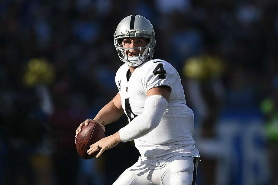 Oakland Raiders quarterback Derek Carr throws a pass during the first half of an NFL football game against the Los Angeles Chargers, Sunday, Dec. 31, 2017, in Carson, Calif. (AP Photo/Kelvin Kuo) Photo: Kelvin Kuo, Associated Press