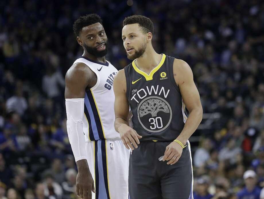 Golden State Warriors guard Stephen Curry (30) talks with Memphis Grizzlies guard Tyreke Evans during an NBA basketball game in Oakland, Calif., Saturday, Dec. 30, 2017. (AP Photo/Jeff Chiu) Photo: Jeff Chiu, Associated Press