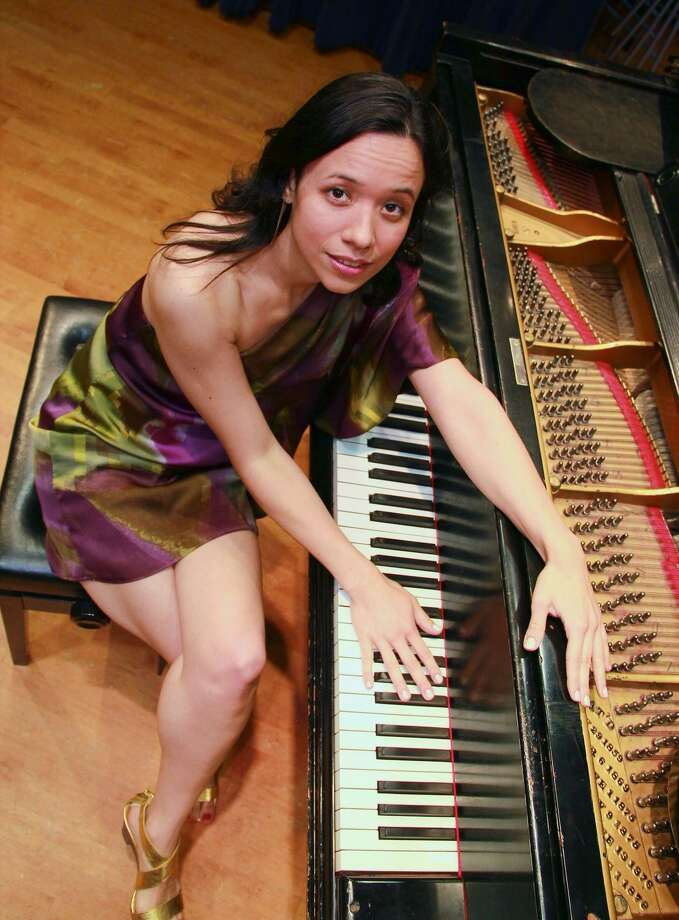Isabella Mendes brings her eclectic mix of American jazz standards, authentic bossa nova and Brazilian jazz to the Milford Center for the Arts on Jan. 21. Photo: Mike Franzman / Contributed Photo