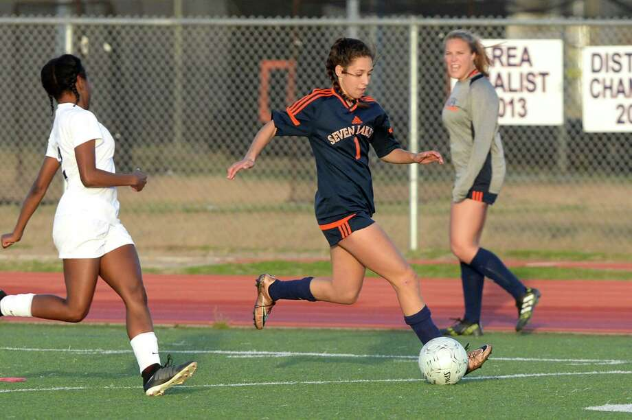 Katelyn Sanchez (1) of Seven Lakes dribbles during the second half of a girls soccer pool game in the I-10 Shootout between the Seven Lakes Spartans and the Dawson Eagles on Thursday January 11, 2018 at Seven Lakes HS, Katy, TX. Photo: Craig Moseley, Houston Chronicle / ©2016 Houston Chronicle