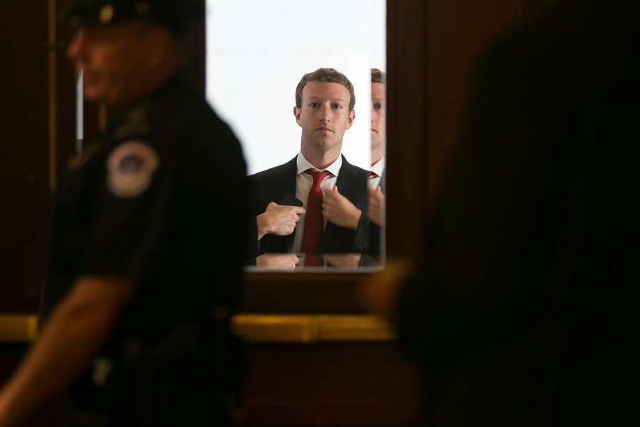 Mark Zuckerberg, founder and chief executive officer of Facebook Inc., adjusts his jacket while arriving at the U.S. Capitol in Washington, D.C., on Sept. 19, 2013. Zuckerberg will speak with a House of Representatives committee next week about data privacy. Photo: Andrew Harrer / Bloomberg