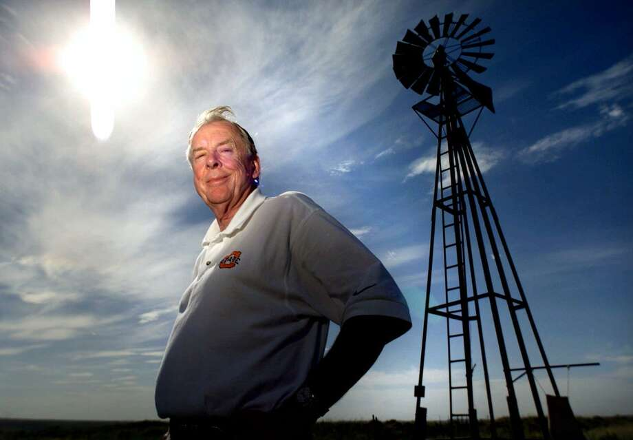 Legendary oil tycoon T. Boone Pickens is closing his hedge fund, saying oil trading has lost its luster. Photo: TOM PENNINGTON /KRT / FORT WORTH STAR-TELEGRAM