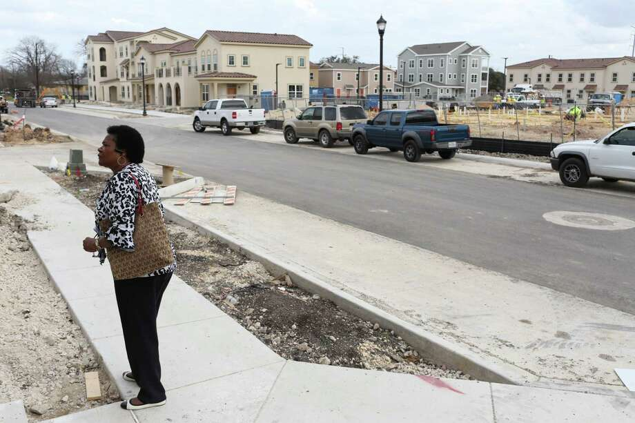 Lynnetta Louden looks around the East Meadows apartment complex, where she hopes to move in with her grandkids this year. Despite such improvements, the near East Side still lags in employment opportunities and other indicators. Photo: Lisa Krantz /SAN ANTONIO EXPRESS-NEWS / SAN ANTONIO EXPRESS-NEWS