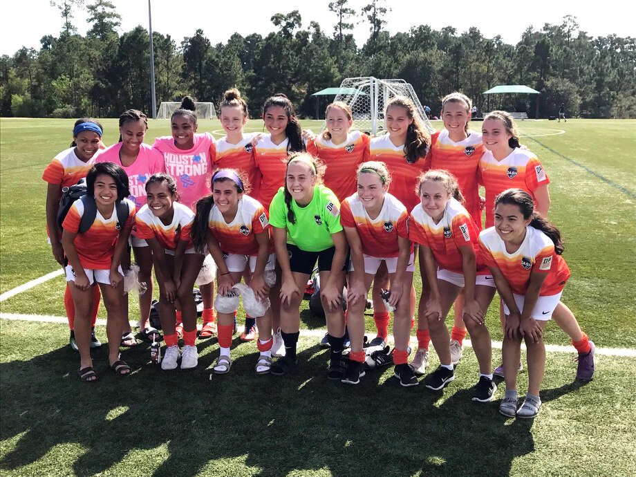 Grace Seymour (top row, second on the right) with the Houston Dash U17 Development Academy team. (Photo provided by Houston Dash DA)