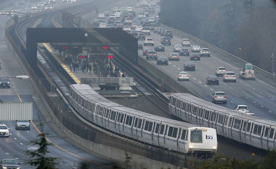 Trains arrive and depart at the Rockridge BART station in Oakland. Photo: Paul Chinn, The Chronicle