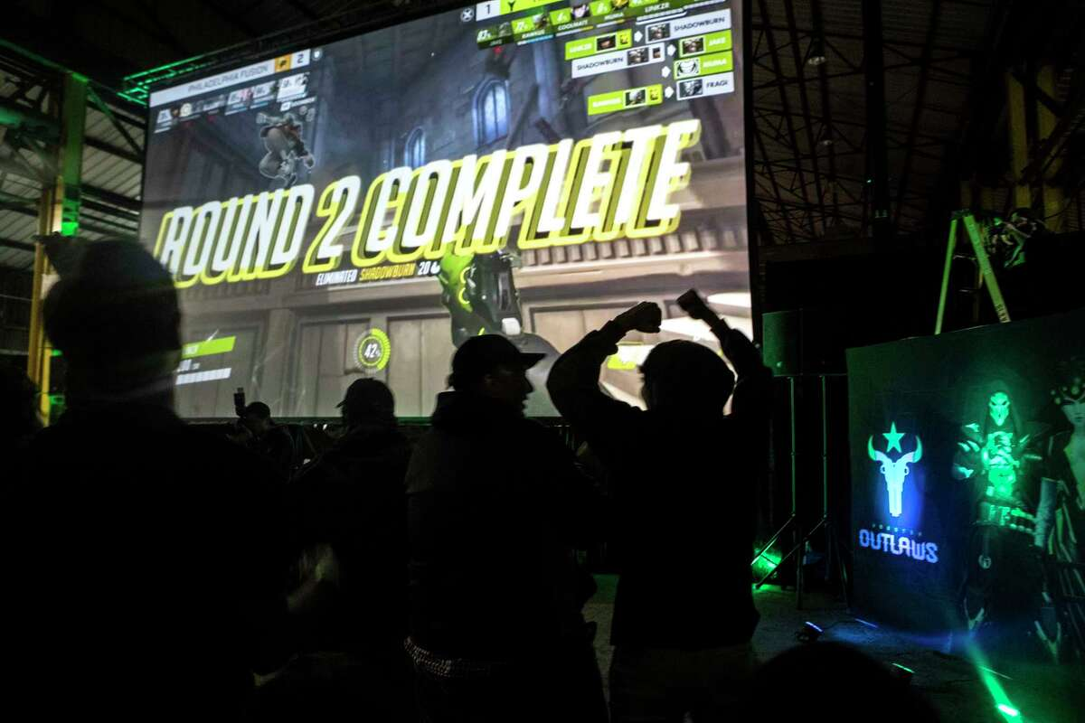 Houston Outlaws fans cheer during a watch party for the Outlaws, an eSports team representing the city, at The Cannon on Thursday, Jan. 11, 2018, in Houston. ( Brett Coomer / Houston Chronicle )