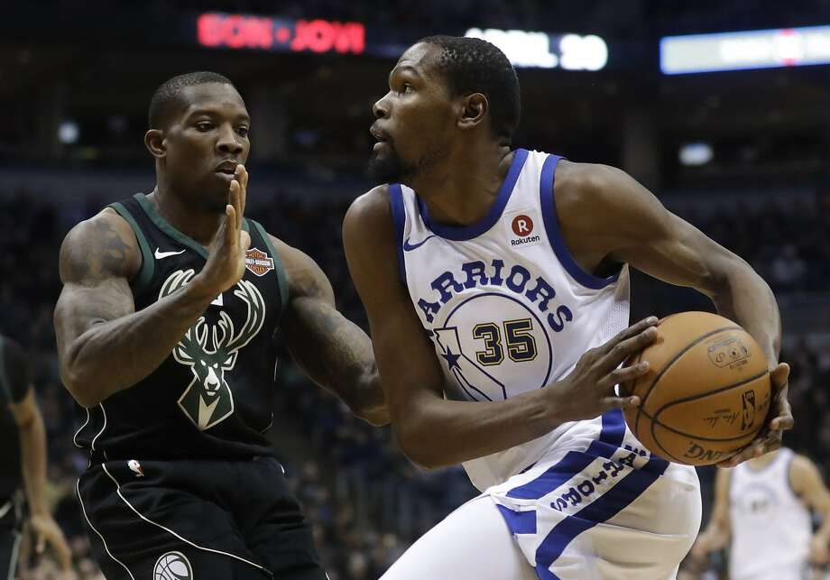 Golden State Warriors' Kevin Durant drives past Milwaukee Bucks' Eric Bledsoe during the first half of an NBA basketball game Friday, Jan. 12, 2018, in Milwaukee. Photo: Morry Gash, Associated Press