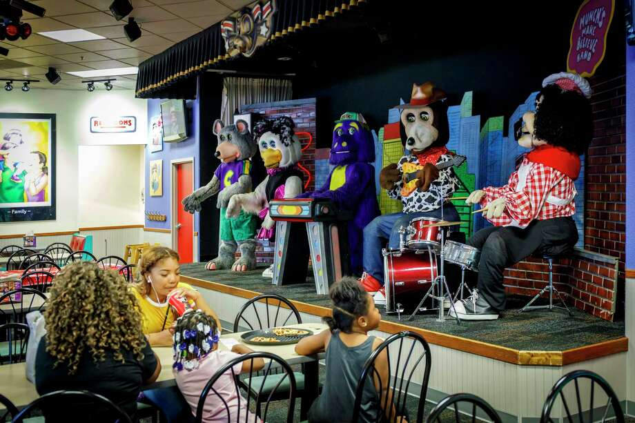 The animatronic band performs on August 23, 2017, at Chuck E Cheese in Chicago's Lincoln Park. (Brian Cassella/Chicago Tribune/TNS) Photo: Brian Cassella, FILE / Chicago Tribune