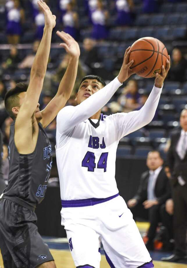 Ismael Benavides and LBJ host United South at 7:30 p.m. Friday after traveling to Nixon Tuesday for a 7:30 p.m. game. Photo: Danny Zaragoza /Laredo Morning Times File