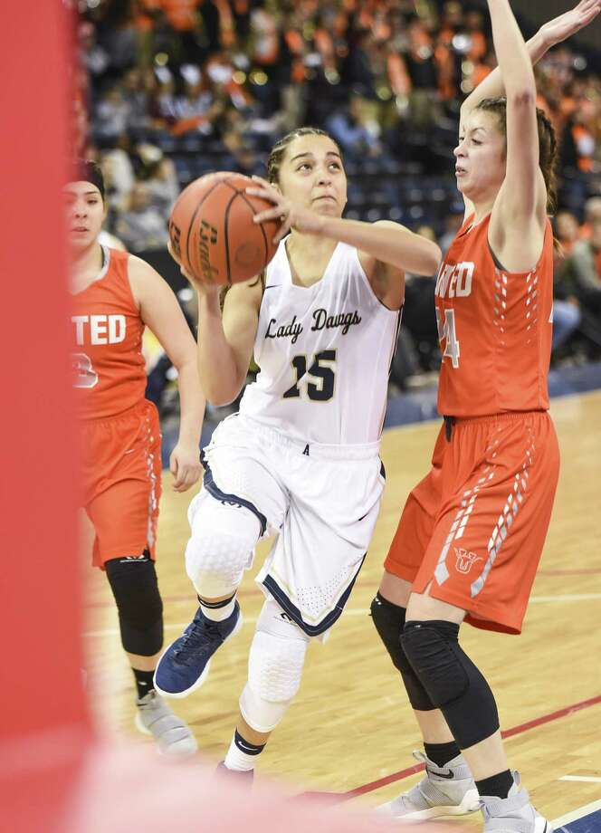 McCayla Munoz and Alexander will face off with Audrey Batey and United in the third round of the postseason searching for their third win over UHS this year. Alexander defeated San Benito 62-39 Friday while United beat Edinburg 58-53. Photo: Danny Zaragoza /Laredo Morning Times File
