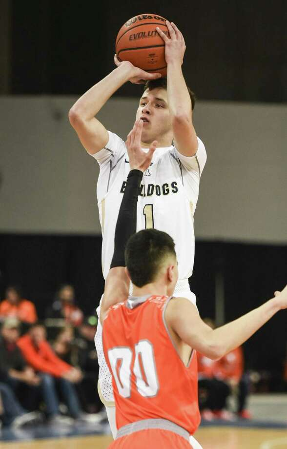 Marco Peña scored a season-high 47 points Friday as Alexander edged United 76-73 at Laredo Energy Arena to take outright possession of first place in District 29-6A. Photo: Danny Zaragoza /Laredo Morning Times