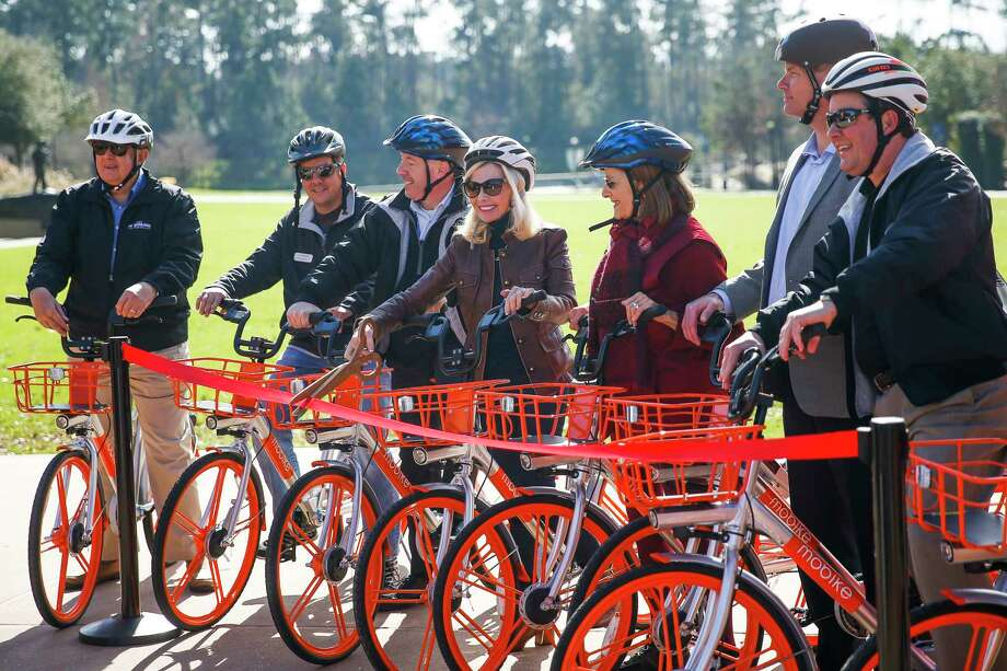 The Woodlands Township Board of Directors cut a ribbon to introduce a new dockless bike sharing program, MoBike, at Town Green Park Friday, Jan. 5, 2018 in The Woodlands. The bikes don't need to be returned to a specific location at the end of a users ride and can be unlocked by a new user with phone app. ( Michael Ciaglo / Houston Chronicle) Photo: Michael Ciaglo, Houston Chronicle / Michael Ciaglo