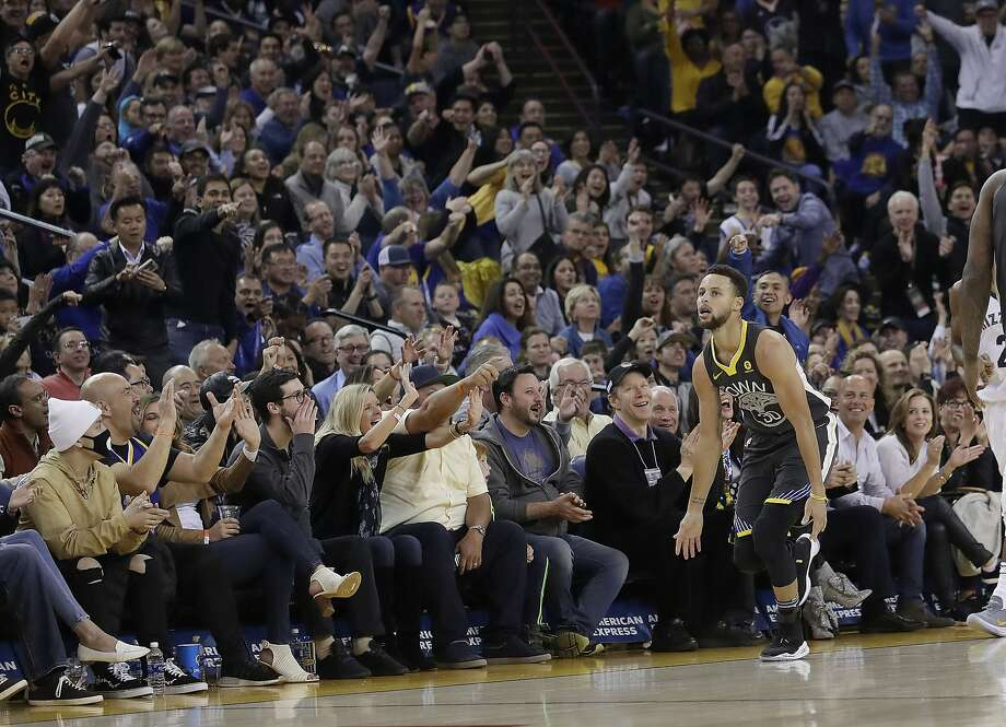 Golden State Warriors guard Stephen Curry (30) reacts after scoring against the Memphis Grizzlies during an NBA basketball game in Oakland, Calif., Saturday, Dec. 30, 2017. (AP Photo/Jeff Chiu) Photo: Jeff Chiu, Associated Press