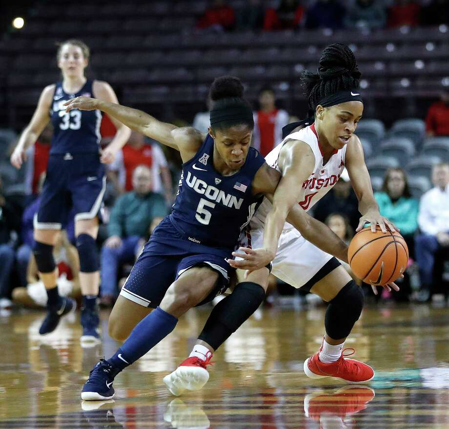 Connecticut Huskies guard Crystal Dangerfield (5) and Houston Cougars guard Angela Harris (0) both chase a loose ball during the first half of a NCAA basketball game at Texas Southern University Saturday, Jan. 13, 2018, in Houston. Photo: Karen Warren, Houston Chronicle / © 2018 Houston Chronicle