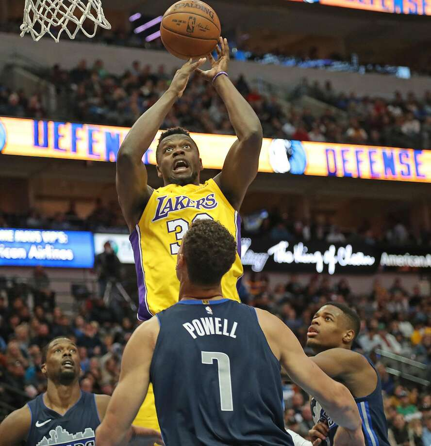 Lakers' Julius Randle puts up a shot in the fourth quarter against Mavericks forward Dwight Powell, a Stanford alum, in Dallas. Photo: Rodger Mallison, TNS
