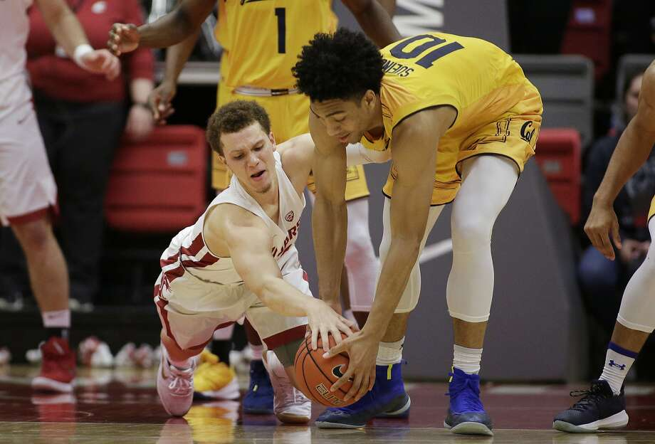 California forward Justice Sueing, right, and Washington State guard Malachi Flynn, left, go after the ball during the first half of an NCAA college basketball game in Pullman, Wash., Saturday, Jan. 13, 2018. Photo: Young Kwak, Associated Press