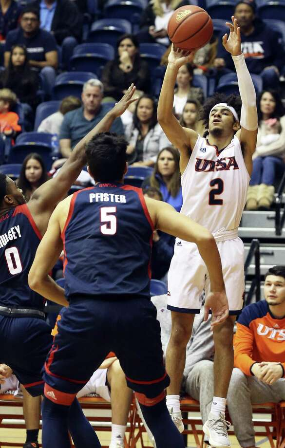 Jhivvan Jackson pops up for a quick three point try in the second half after escaping from Payton Hulsey (0) as UTSA hosts Florida Atlantic at the Convocation Center on January 13, 2018 Photo: Tom Reel, Staff / San Antonio Express-News / 2017 SAN ANTONIO EXPRESS-NEWS