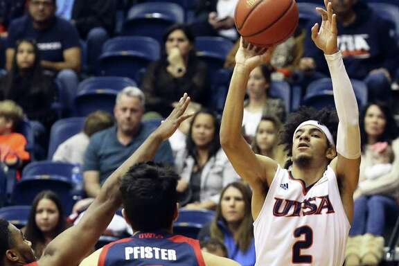 Jhivvan Jackson pops up for a quick three point try in the second half after escaping from Payton Hulsey (0) as UTSA hosts Florida Atlantic at the Convocation Center on January 13, 2018