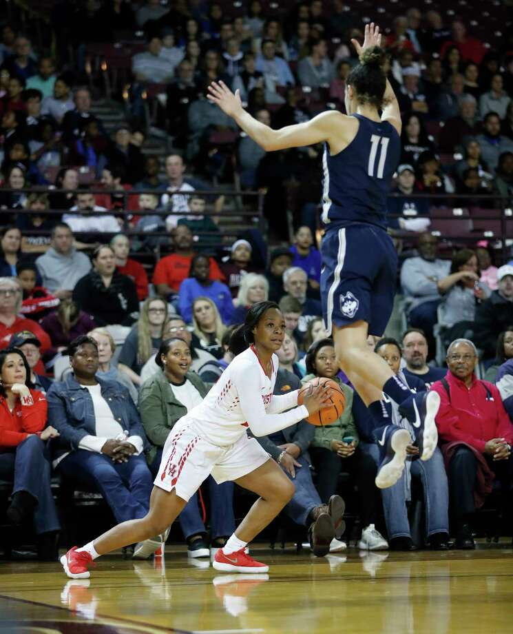 Connecticut guard Kia Nurse, right, flies up to block the passing lane of UH guard Mariah Mitchell. The Cougars found no way out on offense Saturday. Photo: Karen Warren, Staff / © 2018 Houston Chronicle