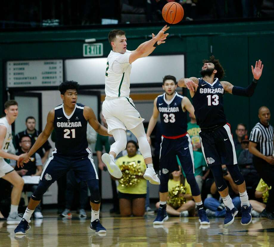 San Francisco Dons guard Frankie Ferrari (2) passes during the second half of a basketball game between the San Francisco Dons and the Gonzaga Bulldogs, Saturday, Jan. 13, 2018, in San Francisco, Calif. Gonzaga won 75-65. Photo: Santiago Mejia / The Chronicle