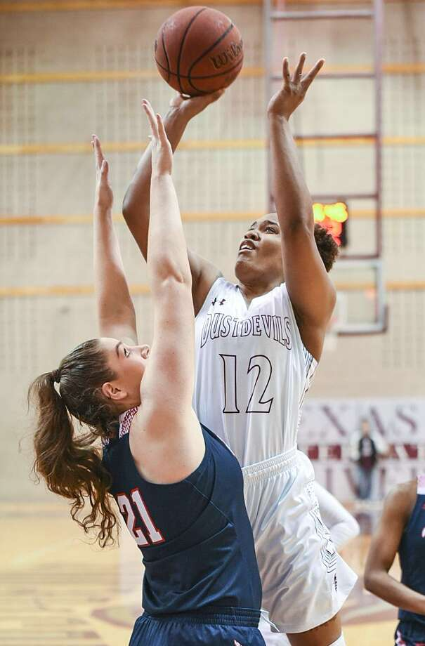 Forward Lashae Rolle had 11 points and 10 rebounds as TAMIU lost 75-60 at third-place Newman Saturday. The Dustdevils have lost 13 consecutive games. Photo: Danny Zaragoza /Laredo Morning Times File