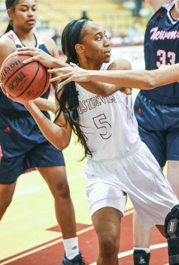 Junior guard Passionate Amukamara scored a team-best 14 points Saturday as the Dustdevils lost 77-57 at Rogers State. TAMIU has lost 10 straight games and 22 consecutive on the road. Photo: Danny Zaragoza /Laredo Morning Times File