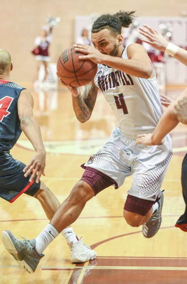 Brendan Ortiz and the Dustdevils lost 86-85 to Newman on Saturday afternoon to fall to 0-5 in conference play for the first time. Photo: Danny Zaragoza /Laredo Morning Times
