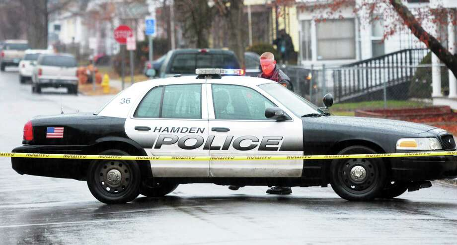 (Mara Lavitt ó New Haven Register) ¬ December 29, 2013 Hamden ¬ 29 First Avenue, Hamden, the scene of police activity. Photo: Mara Lavitt / Journal Register Co. / Mara Lavitt