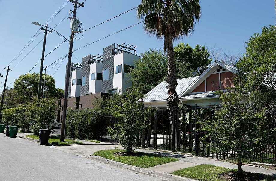 Townhouses and homes in Houston's Montrose neighborhood. Photo: James Nielsen, Houston Chronicle / © 2016  Houston Chronicle