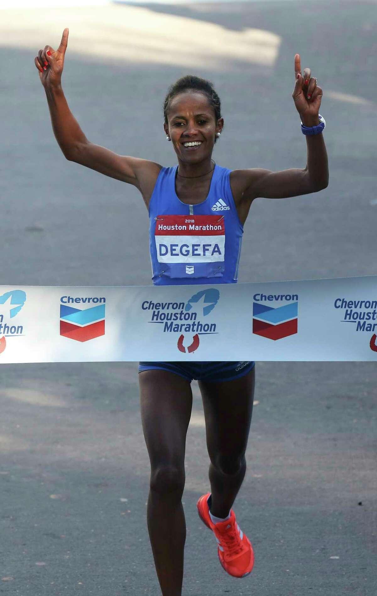 Ethiopian runner Biruktayit Degefa crosses the Chevron Houston Marathon finish line and wins the women's race on Sunday, Jan. 14, 2018, in Houston.( Yi-Chin Lee / Houston Chronicle )