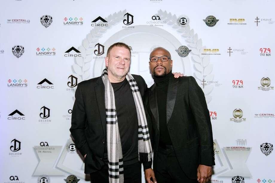 Tilman Fertitta and Floyd Mayweather Jr. Photo: Premier Media Partners