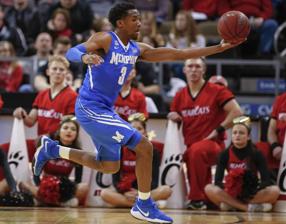 Jeremiah Martin of Memphis is averaging 18.5 points per game for the Tigers this season. Photo: Michael Hickey / Getty Images / 2017 Getty Images