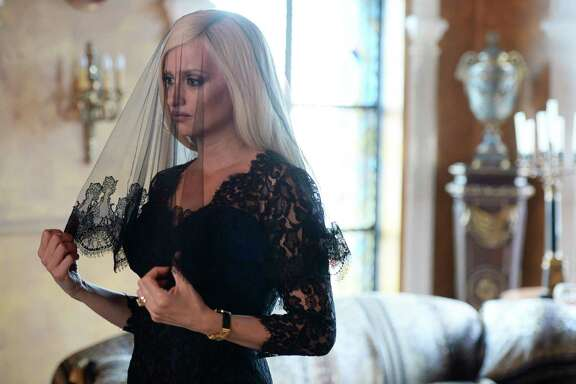 Edgar Ramírez stars as Gianni Versace and Penélope Cruz plays his sister, Donatella Versace.