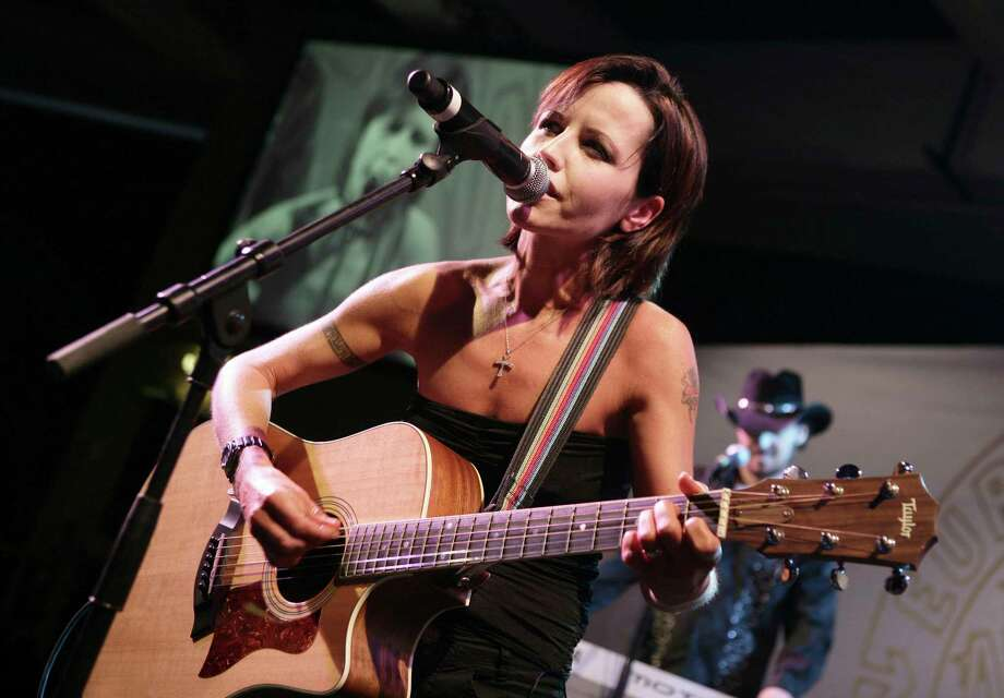 FILE - In this Sunday, Jan. 27, 2008 file photo, Cranberries lead singer Dolores O'Riordan performs during the European Border Breakers awards, or EBBA awards, in Cannes, southern France. O'Riordan, lead singer of Irish band The Cranberries, has died. She was 46, it was announced on Monday, Jan. 15, 2018. (AP Photo/Bruno Bebert, File) Photo: Bruno Bebert, STR / AP2008