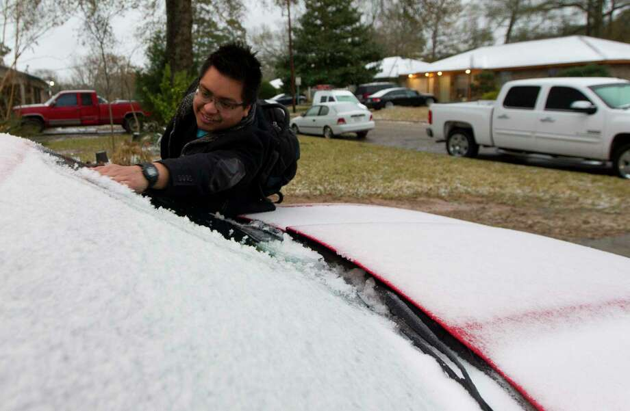 Luis Benitez removes ice from his car as heads to his job at Conroe Regional Medical Center while he and other residents wake up to the effects of a winter storm that brought freezing rain and ice through Montgomery County, Tuesday, Jan. 16, 2018. The National Weather Service issued a Winter Storm Warning for southeast Texas until midnight Wednesday. Photo: Jason Fochtman, Houston Chronicle / © 2018 Houston Chronicle